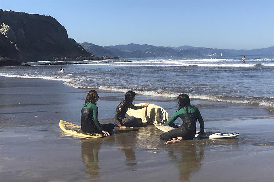 Avento Gipuzkoako Surf Federazioarekin elkarlanean aritu da surfean emakumeen parte-hartzea sustatzeko